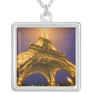 Colar Banhado A Prata France, Paris. Vista acima da base de Eiffel