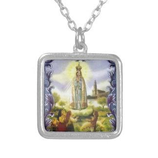 Colar Banhado A Prata imagem da aparição nossa senhora de Fatima