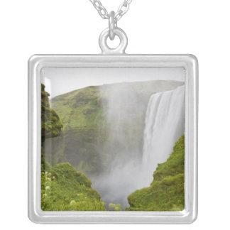 Colar Banhado A Prata Islândia. Mergulhos da cachoeira de Skogarfoss