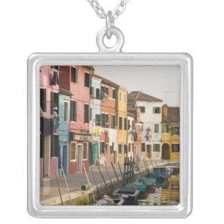 Colar Banhado A Prata Italia, Burano. Casas coloridas da linha a