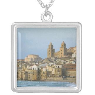Colar Banhado A Prata Italia, Sicília, Cefalu, vista com o domo de 2