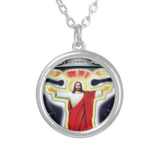 Colar Banhado A Prata Jesus e um UFO