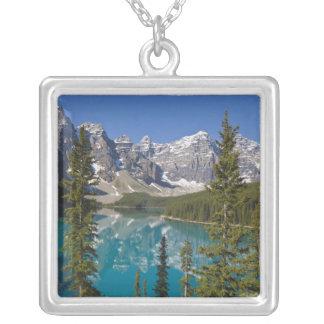 Colar Banhado A Prata Lago moraine, canadense Montanhas Rochosas,