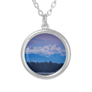 Colar Banhado A Prata Lua cheia que ajusta-se sobre os cumes julianos