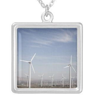 Colar Banhado A Prata Moinhos de vento de vista agradáveis no deserto