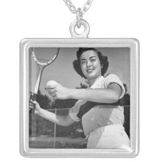 Colar Banhado A Prata Mulher que joga o tênis 3