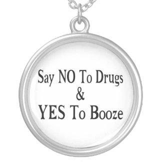 Colar Banhado A Prata Não às drogas sim às bebidas