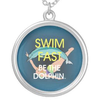 Colar Banhado A Prata O golfinho SUPERIOR da natação jejua