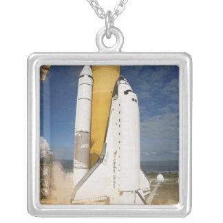 Colar Banhado A Prata O vaivém espacial Atlantis tira 12