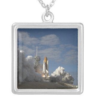 Colar Banhado A Prata O vaivém espacial Atlantis tira 23