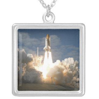 Colar Banhado A Prata O vaivém espacial Atlantis tira 24