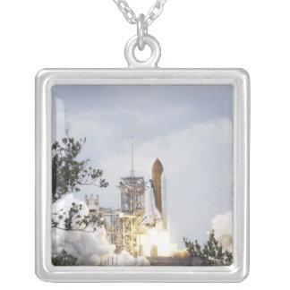 Colar Banhado A Prata O vaivém espacial Atlantis tira 3