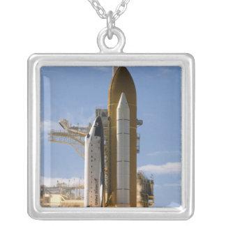 Colar Banhado A Prata O vaivém espacial Atlantis tira 5