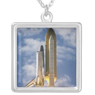 Colar Banhado A Prata O vaivém espacial Atlantis tira 6