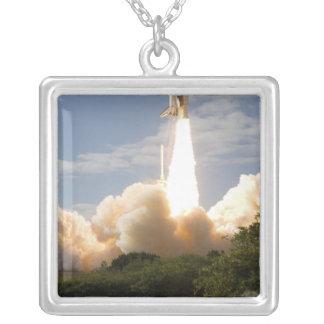 Colar Banhado A Prata O vaivém espacial Atlantis tira 8