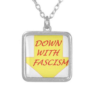 Colar Banhado A Prata Para baixo com fascismo