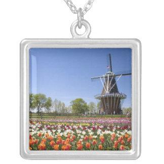 Colar Banhado A Prata Parque da ilha do moinho de vento com as tulipas