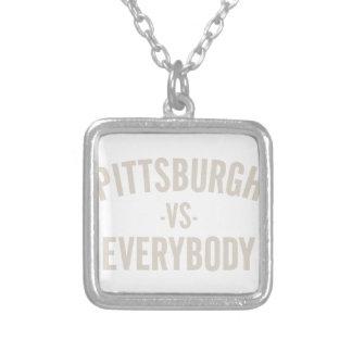 Colar Banhado A Prata Pittsburgh contra todos