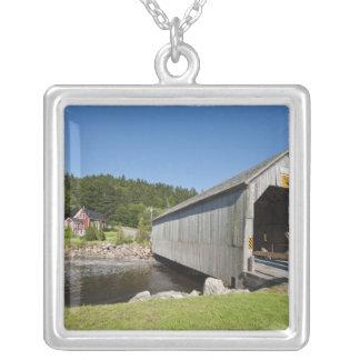 Colar Banhado A Prata Ponte coberta do rio irlandês, St Martins, novo
