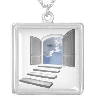 Colar Banhado A Prata Porta aberta em um olho místico