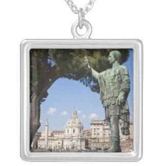 Colar Banhado A Prata Roma, o fórum, estátua de Cesar