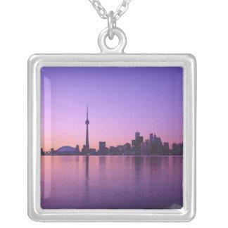 Colar Banhado A Prata Skyline de Toronto na noite, Ontário, Canadá