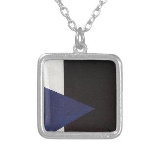 Colar Banhado A Prata Suprematism com triângulo azul e quadrado preto
