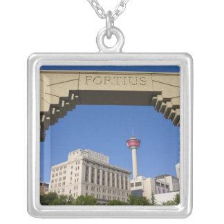 Colar Banhado A Prata Torre olímpica da plaza e do Calgary, Alberta,