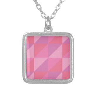Colar Banhado A Prata Triângulos cor-de-rosa