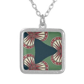 Colar Banhado A Prata Triângulos verdes
