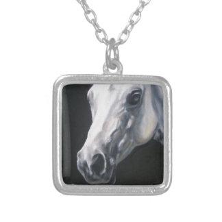 Colar Banhado A Prata Um cavalo branco