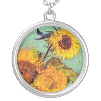 Colar Banhado A Prata Van Gogh - três girassóis em um vaso - belas artes