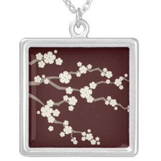 colar de creme das flores de cerejeira de Sakuras