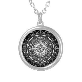 Colar do símbolo do OM da mandala (Aum) Lotus