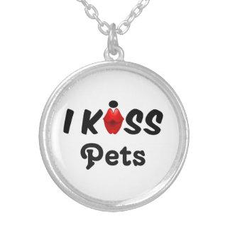 Colar eu beijo animais de estimação