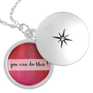 Colar inspirador da mensagem do vermelho carmesim