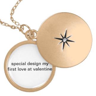 Colar Medalhão Design especial meu primeiro amor em namorados!