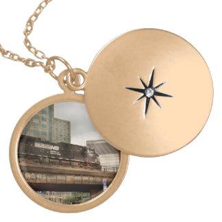 Colar Medalhão Trem - Pa de Pittsburg - a cidade industrial