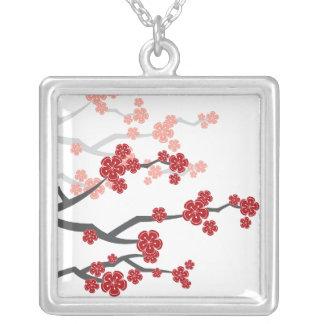 Colar oriental vermelha asiática das flores de