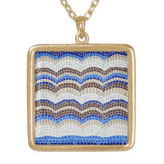 Colar quadrada média do mosaico azul