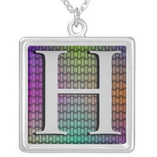Colar tecida monograma da prata do arco-íris