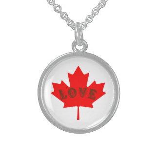colar vermelha da folha de bordo do dia de Canadá