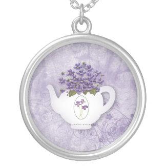 Colar violeta do bule