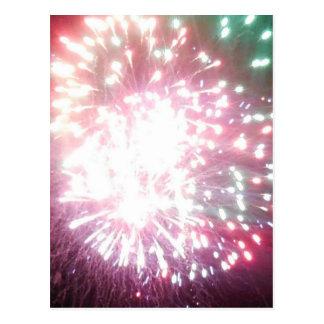 Colorido brilhe o cartão dos fogos-de-artifício