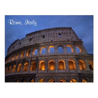 Colosseum romano na noite cartão postal