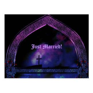 Com o anúncio gótico do casamento do arco cartao postal