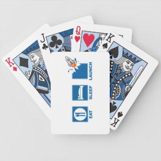 Coma o lançamento do sono baralhos para pôquer