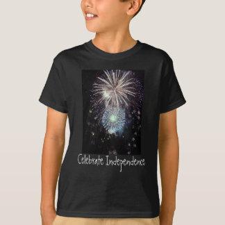 Comemore a independência com fogos-de-artifício t-shirts