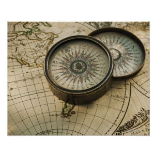 Compasso antigo no mapa poster