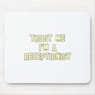 Confie que eu mim é um recepcionista mouse pad